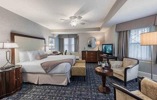 Wayne, PA: King Superior Guest Room
