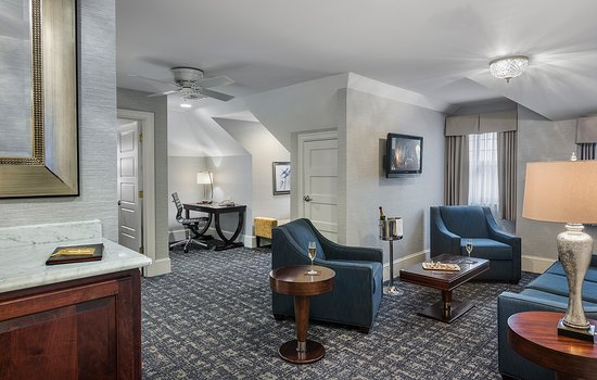 Wayne, PA: Lengel Suite Living Room