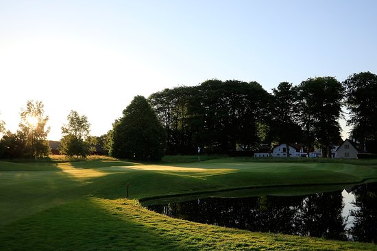 Kvistgaard, Danmark: View of Hotel Nybogaard from Simon's Golf Course