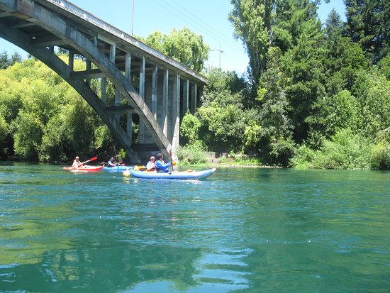 Villarrica, Chile: Comenzando nuestro rafting por el Toltén