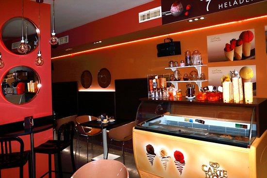 Bujalance, Испания: Inside the bar the ice cream bar