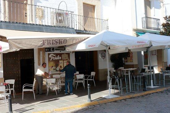 Bujalance, Испания: Outside the bar