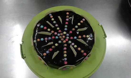 Beaupreau, Francúzsko: Gâteau d'anniversaire pour un enfant  spécialité de notre pâtissière