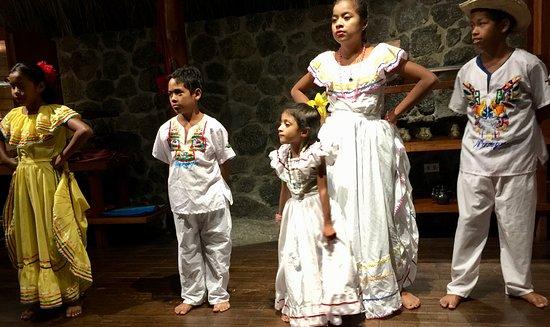 Granada, Nicaragua: Local schoolchildren dancing at Jicaro Ecolodge