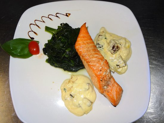 Succulent and tasty salmon platter.