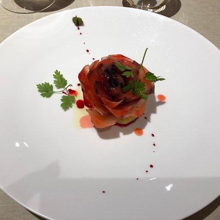Piazza Duomo: Salaatti jossa oli uskomaton määrä ainesosia(muistaakseni satoja) Chef tuli illallisen jälkeen tervehtimään meitä, mikä oli huikea yllätys.  Mielettömiä maku kokemuksia. Tätä en unohda koskaan