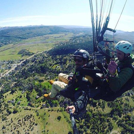 volando.. vista del valle de la vega y el Lacar