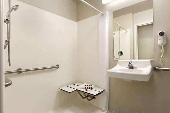 Milford, Юта: Guest room bath