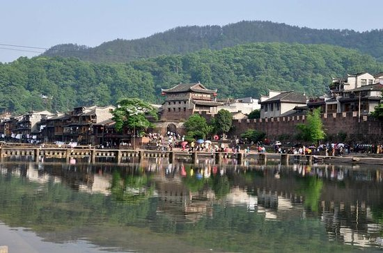 Private Overnight Tour to Fenghuang...