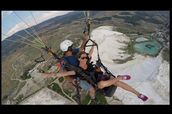 Paragliding i Pamukkale