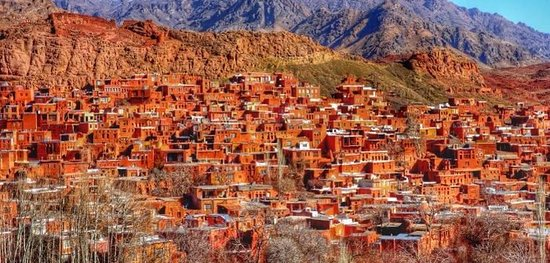 Natanz, Iran: Abyaneh village: Red village and the traditional and beautiful covering of its inhabitants.