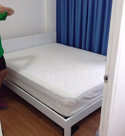 Padang Besar, Malaysia: Bed after we made it with new sheets