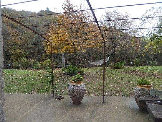Saint-Pons-de-Thomieres, Γαλλία: terrasse a l'automne sur la vallée