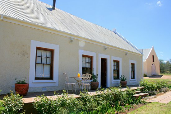 Rietfontein Ostrich Palace: Ostrich Nest Cottage This unit offers 3 seperate ensuite bedrooms each with their own private bathroom with separate bath & shower. Communial lounge with tv and fireplace.  Ceiling fans, tea/coffee facilities, mini fridge, hairdryer, tv, bathrobes and amenities. Heaters and electric blankets supplied in the winter. Enjoy the views of the mountains and surrounding farmlands from the patio. Situated 1km from the main house and restaurant, but a few metres from the Hoepoe Cottage.