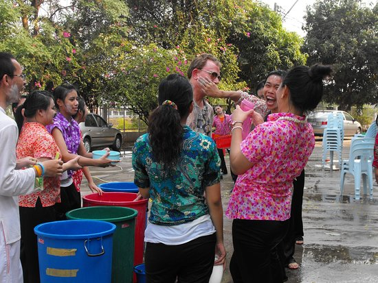 Провинция Кхонкэн, Таиланд: happy water, talcum powder paste and lots of laughter  !