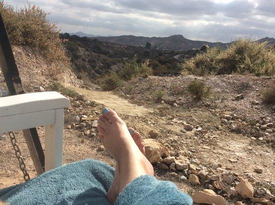 Santa María de Nieva, España: Heerlijk uren schommelen in de bergen... bewolkt? Onder een plaid ook geweldig!
