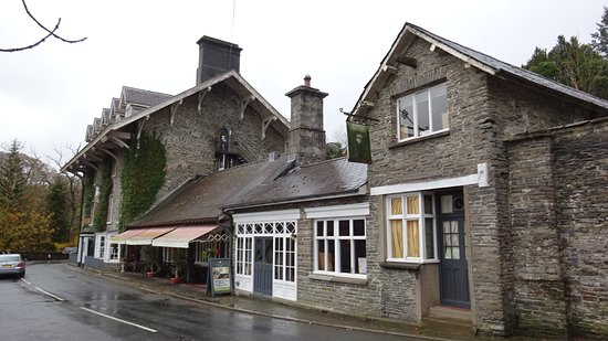 Hafod Hotel Restaurant: Yr Hafod close to the way out from the Devil's Bridge 'long' walk