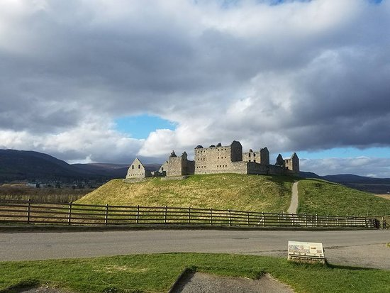 ‪Ruthven Barracks‬