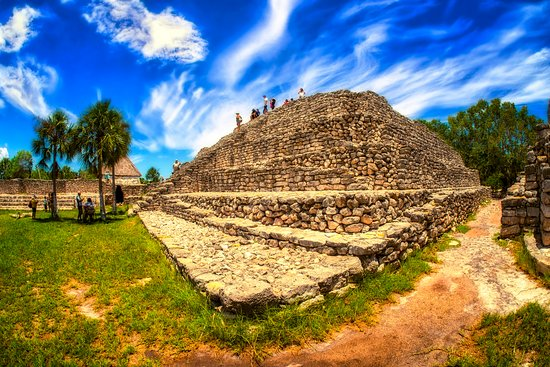 Telchac Puerto, Мексика: An ancient structure at the Xcambo Mayan Ruins in the Yucatan area of Mexico. We enjoyed being able to climb on these structures that were originally built around 1500 years ago, giving a great sense of history.