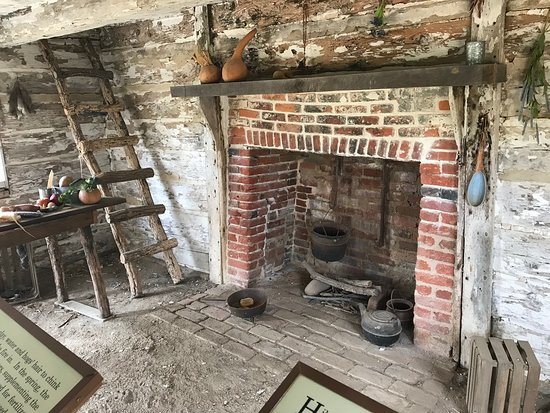 Hollywood, MD: Inside the slaves' cabin