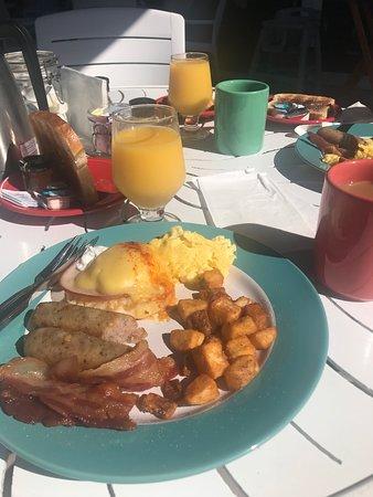 Mangos Restaurant & Tiki Bar: Breakfast from buffet