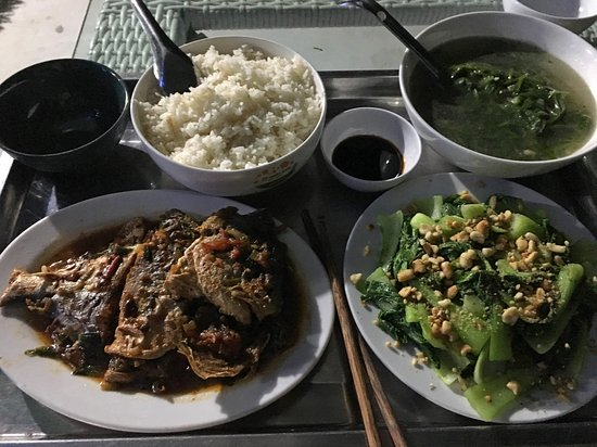 Quan Lan, Vietnam: Delicious home-cooked meal. Made to order.