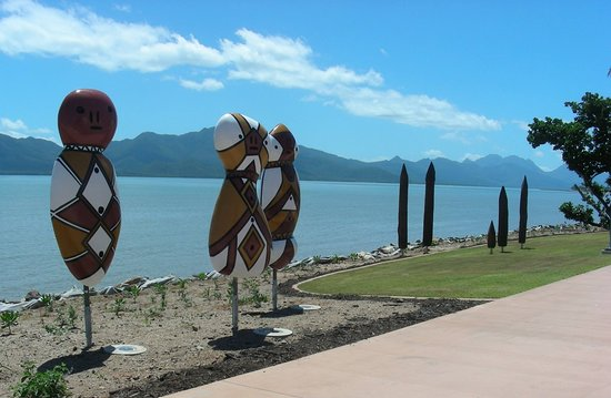 ‪‪Wongaling Beach‬, أستراليا: Girringun fire makers totem poles at Cardwell Hinchinbrook Island‬