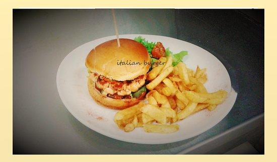 Beaupreau, France: italian burger