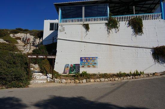 Kritinia, Greece: JONNY'S TAVERNA. Перекусили тут после посещения крепости Критиниас. Вкусно, скромно и недорого.