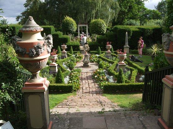 Laskett Gardens