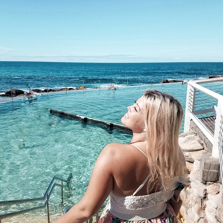 Бронте, Австралия: The Bronte Ocean Pools near Sydney are super beautiful - and they are for free (the famous ones at Bondi beach are not). Definitely stop by here and enjoy a dip into the waters!