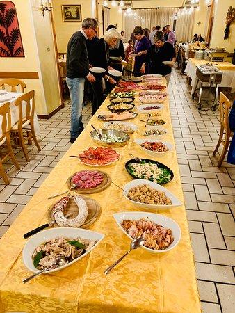 Ala di Stura, Italy: Buffet serata Tuttantipasti