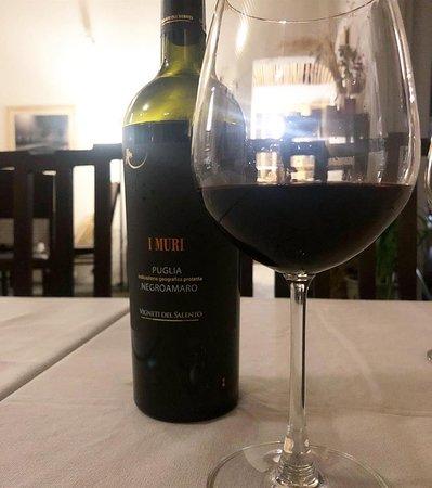 rượu vang và một góc Émai