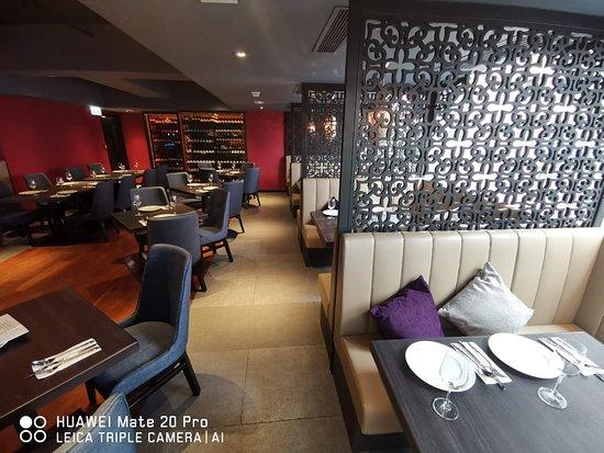 Spice Restaurant & Bar: .