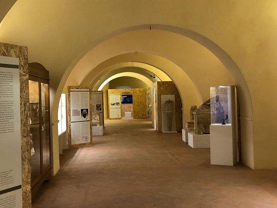 Monteriggioni, Italia: Sala Sigerico, Complesso Monumentale di Abbadia a Isola. Mostra dedicata alla civiltà etrusca in Valdelsa