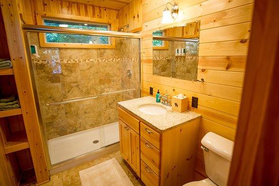 Cook, MN: Stardust Cabin's Master Bath