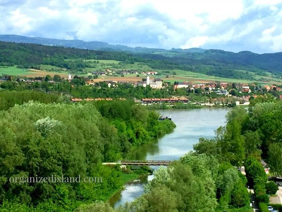 Østerrike: This is overlooking Melk in Austria! Such a magical place to visit. Serene and beautiful and highly recommended.