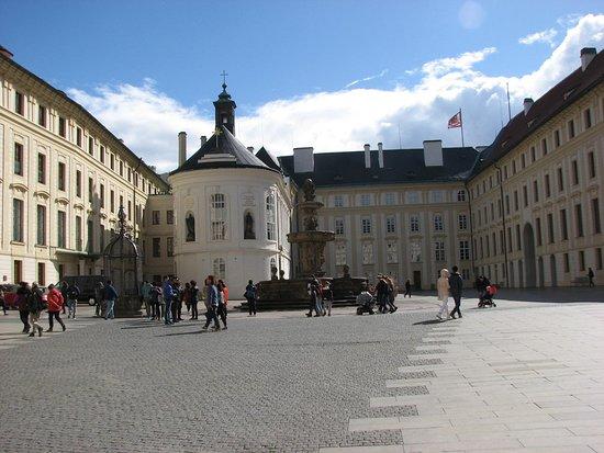 Prague Castle: Big courtyard
