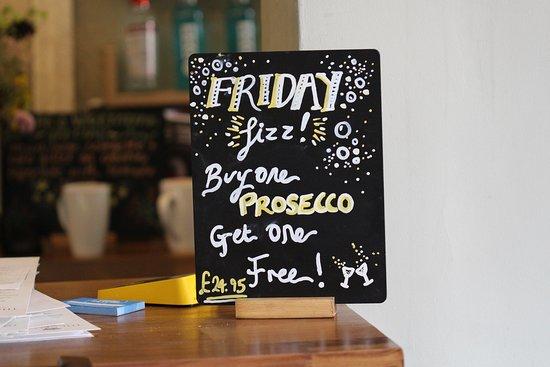 The Crown Stony Stratford: Fizz Fridays