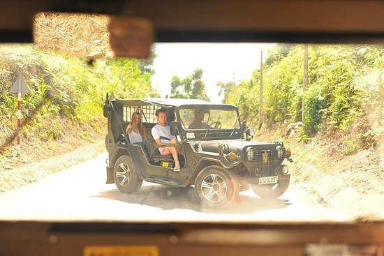 Full-Day Hue Tour av Military Jeep...