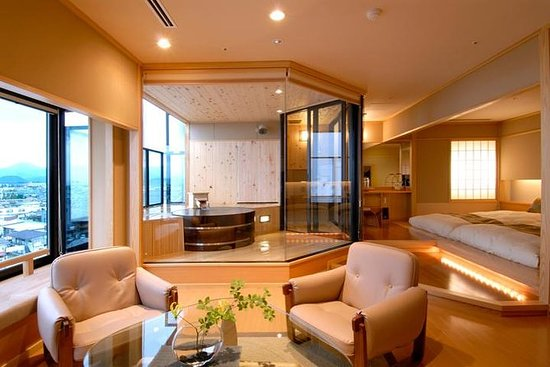 Alojamiento en Takinoyu Ryokan en una...