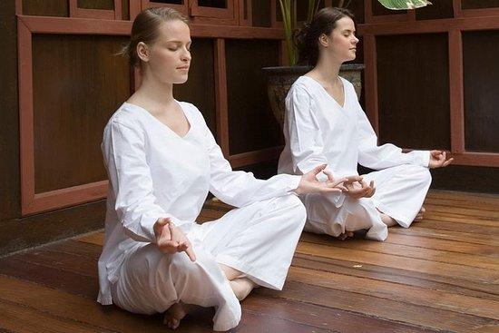 Cours de méditation du soir au temple...