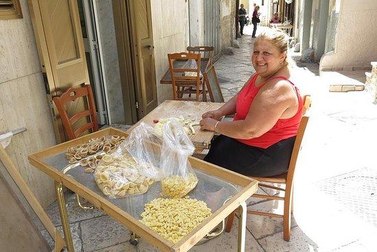 Visita privada a pie de Bari con...