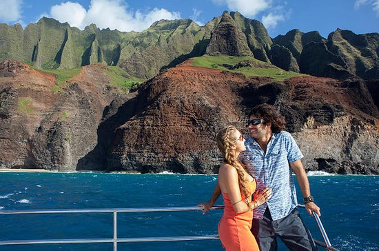 Na Pali Sunset Buffet Dinner Cruise