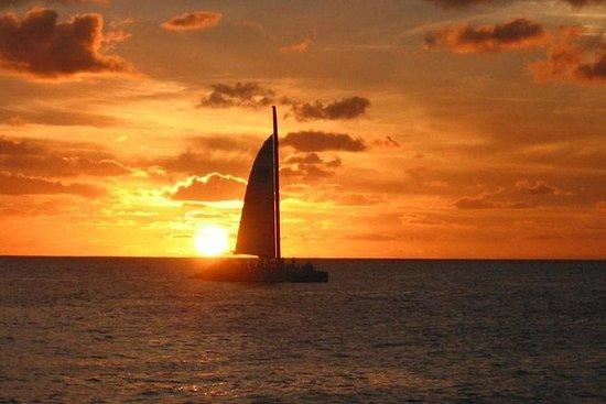 Navegación romántica al atardecer en...