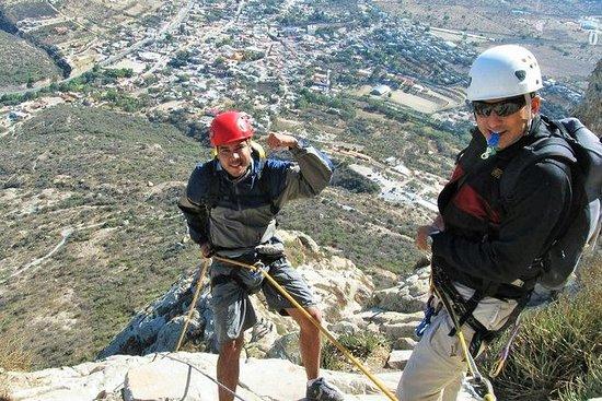 Excursión con escalada en roca y...
