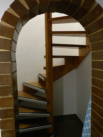 Basket Range, Australia: Spiral staircase connecting to upper level, steep and hard to use
