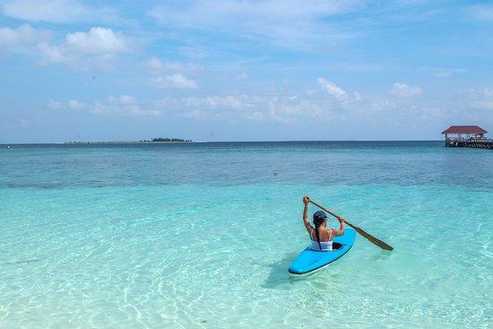 Taman Nasional Taka Bonerate: Main kano di Pulau Tinabo Besar adalah salah satu hal bisa dilakukan ketika berlibur ke Taman Nasional Takabonerate. Di pulau Tinabo ketika pagi dan sore hari, kita bisa melihat anak hiu di pinggir pantai. Pengalaman berenang/main kano yang beda dari biasanya.   [ENG] This is Tinabo Besar Island in Taka Bonerate National Park (Sulawesi, Indonesia). White sand, blue turquoise water, and some good soft and hard corals. You can swim or canoe with baby sharks by the beach.