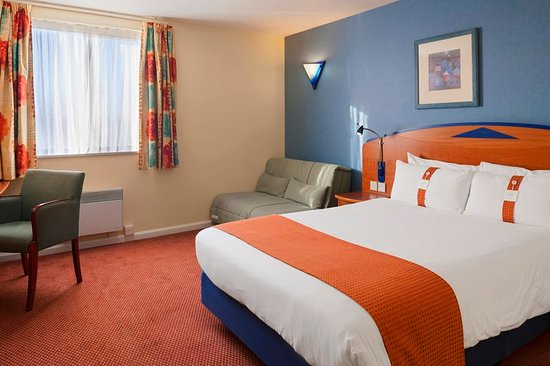 Knowsley, UK: Guest room
