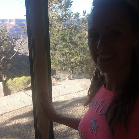 Amazing lodge on canyon edge!